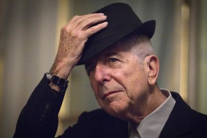 (FILES) This file photo taken on January 16, 2012 shows Canadian singer and poet Leonard Cohen takes off his hat to salute in Paris. Leonard Cohen, the storied musician and poet hailed as one of the most visionary artists of his generation, has died at age 82, his publicist announced on November 10, 2016. / AFP PHOTO / JOEL SAGET