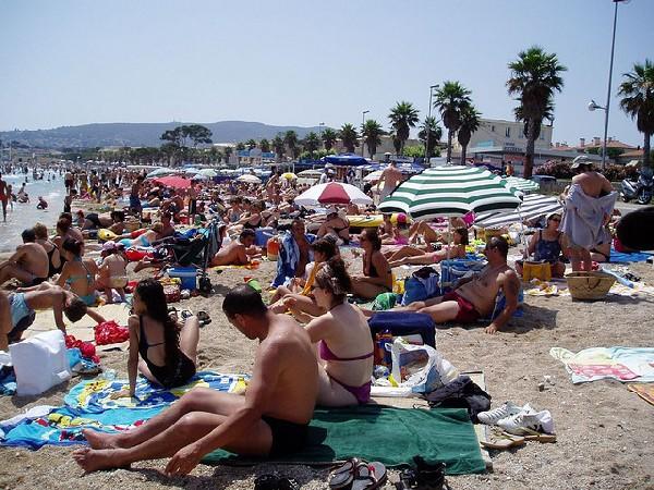 http://luisantoniodevillena.es/web/wp-content/uploads/viajar-agosto.jpg